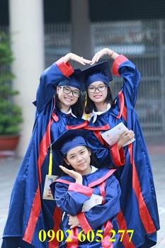 Mặc đồ tốt nghiệp dự lễ ra trường học  sinh cấp 3 ở Bắc Giang