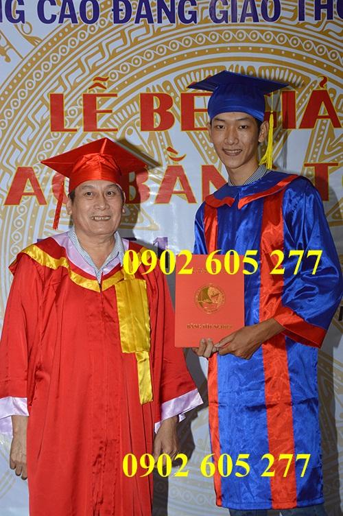 Lễ phục tốt nghiệp được sử dụng trong ngày ra trường