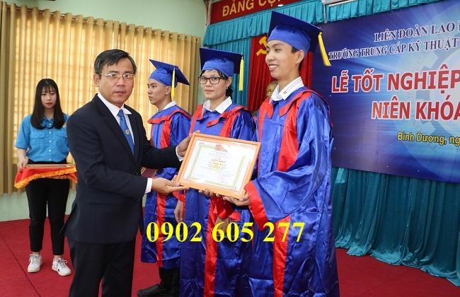 Thuê áo cử nhân cho học viên tốt nghiệp spa