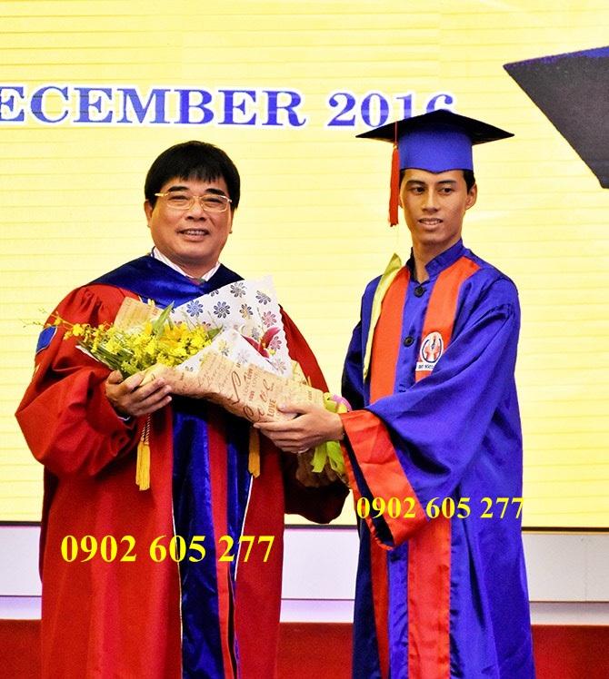 Áo cử nhân sinh viên ở Quảng Ninh